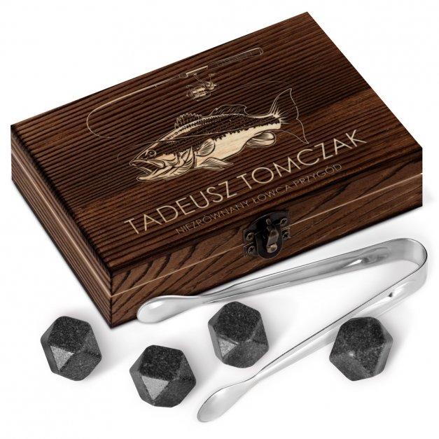 Kamienie do whisky kostki w drewnianym opakowaniu grawer Wędkarz