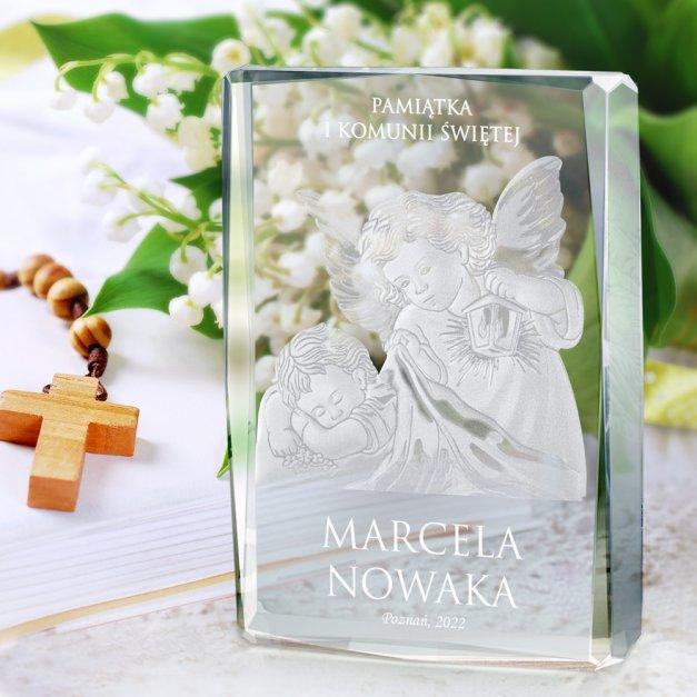 Kryształ 3D grawerowany Anioł Stróż w spersonalizowanym opakowaniu na komunię