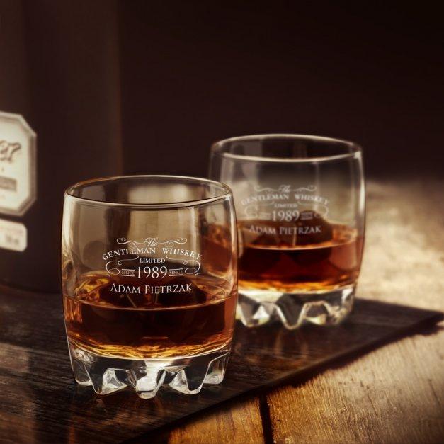Szklanka grawerowana sylwana z dedykacją dla gentlemana na urodziny