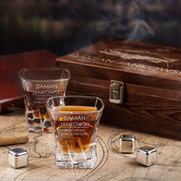 Zestaw kamienie kostki do whisky ze szklankami z grawerem dla wędkarza podróżnika