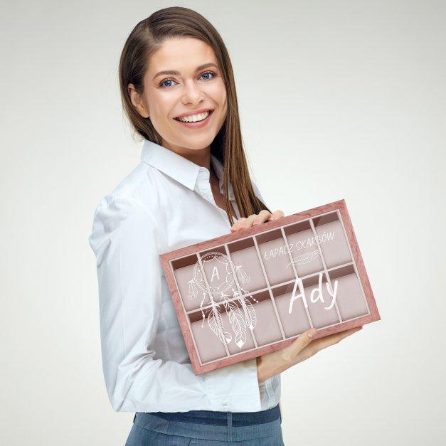 Szkatułka drewniana na zegarki z grawerem łapacz skarbów dla niej