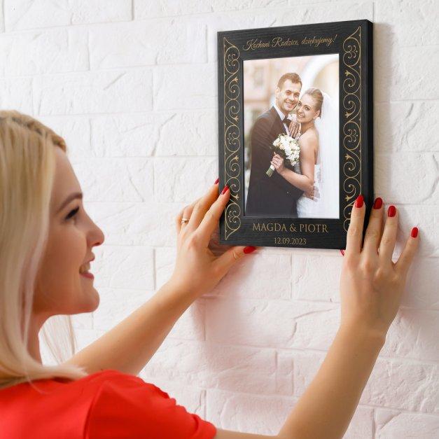 Ramka na zdjęcia czarna z grawerem dla rodziców jako podziękowanie ślubne